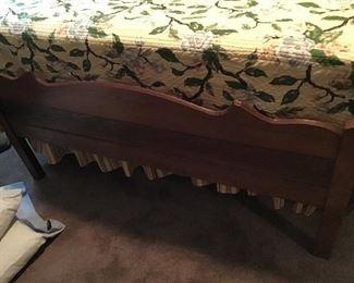 Metal modern fram but head foot bed very old