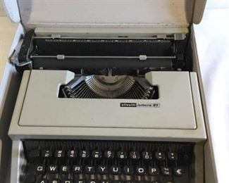 Olivetti lettera 31 Manual Typewriter     https://ctbids.com/#!/description/share/209767