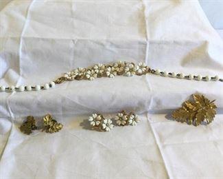 Two Vintage Jewelry Sets 6 Pieces https://ctbids.com/#!/description/share/209750