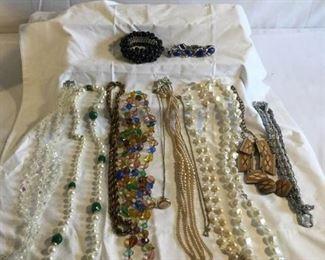 Vintage Jewelry 15 Pieces https://ctbids.com/#!/description/share/209752