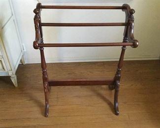 Wood Quilt Hanging Rack https://ctbids.com/#!/description/share/209635