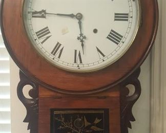 ANTIQUE WALL CLOCK ( KEEPING ACCURATE TIME)