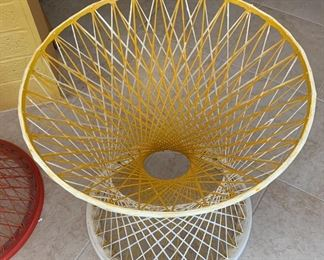 1960s Fiberglass Spun Table Base Pre Russell Woodard Yellow/White	24in H x 22.75in Diameter at top x 21.5in diameter at Base