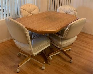 Oak Veneer Kitchen Table w/ 4 Chairs	29.5in x 36 x 54	HxWxD