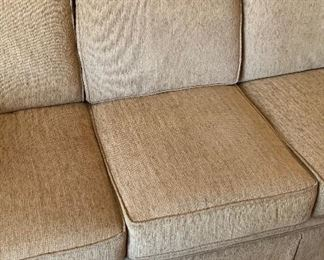 Broyhill Contemporary Fabric Sofa/Couch	35x84x38in	HxWxD