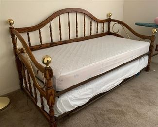 Oak Framed Trundle Bed	44x81X41	HxWxD