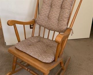 Rocking Chair	39X 24X 28	HxWxD