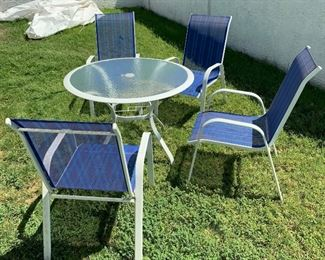 Outdoor Patio table w/ 4 Chairs