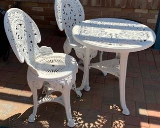 Outdoor Table 2 chairs PLASTIC