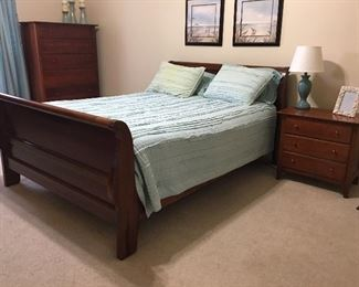 Spectacular sleigh bed