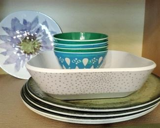 FLORAL PLATES AND BOWLS