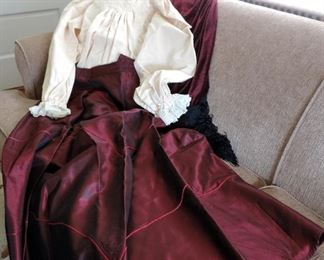 LADIE'S DICKEN'S COSTUME