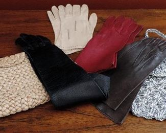 VINTAGE GLOVES AND PURSES