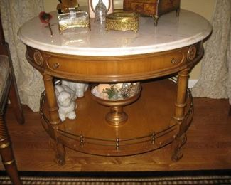Round tea or parlor table