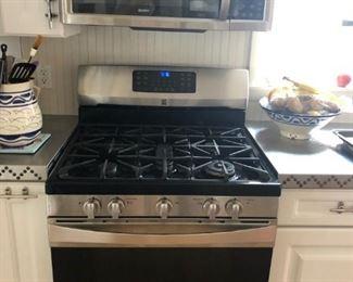 Kenmore Elite gas range; crisp & clean cabinetry