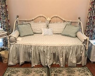 Cast iron and brass day bed w/trundle