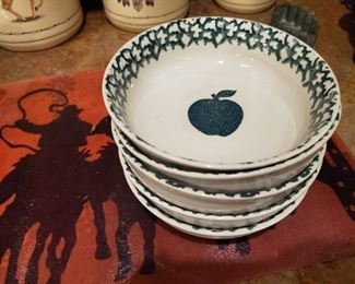 Apple Bowls.   The Girl with the Apple Bottom Jeans found some bowls