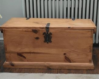 Pine Chest / Trunk