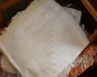 A Large Collection of Beautiful Vintage Table Linens (Tablecloths & Napkins)