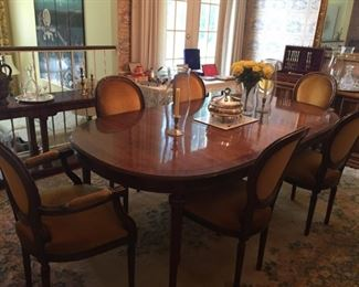 Beautiful dining room table with leaf and six chairs.
