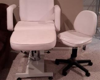 Tattoo/beauty salon chair with step hydraulic lift. Matching stool on casters as well as magnified light!