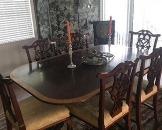 CHIPPENDALE STYLE TABLE & 6 CHAIRS