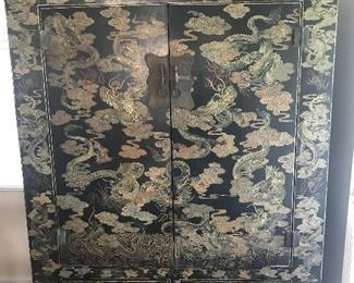 LARGE EXQUISITE CHINESE CABINET