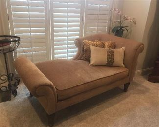 Bernhardt chaise with 3 decorative toss pillows $200