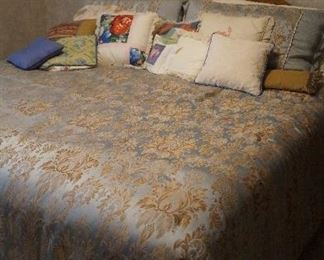 king bed, comforter set, throw pillows