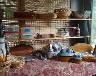 baskets, kitchen items