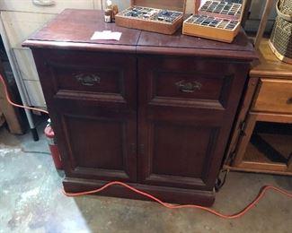 Mahogany hi-fi stereo with cabinet