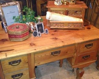 Pine 5-drawer desk/vanity