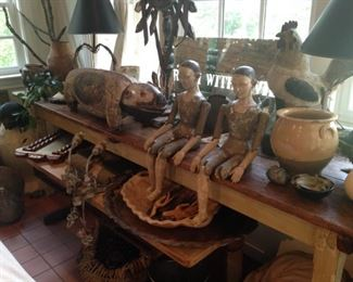 Very long table; Santos; pottery; miscellaneous decor