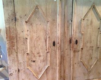Large 2-door armoire
