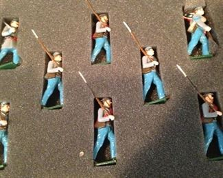 "Hand-painted ""Confederate Infantry, American Civil War"" soldiers"