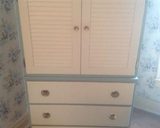1950's chest of drawers...beautiful shape.  Has two matching three drawers chests.   Presale...$95