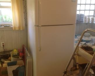 Another refrigerator.....presale $100....works