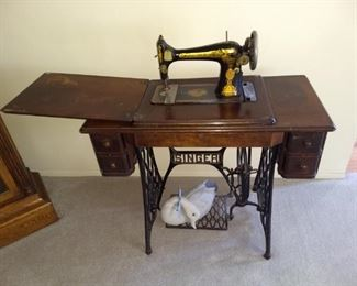 Singer Treadle Sewing Machine excellent decals of the Sphinx