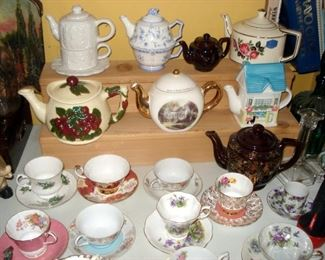 Teapot & Teacups & Saucers