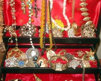 Retro & Vintage Costume Jewelry
