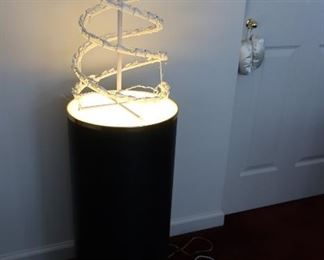 pedetal style  lamp