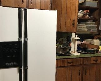 Side by side refrigerator, Works great and so does the ice and water dispensers!