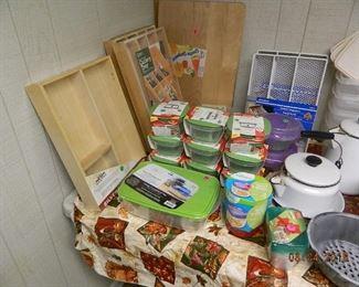 tupperware/kitchen items