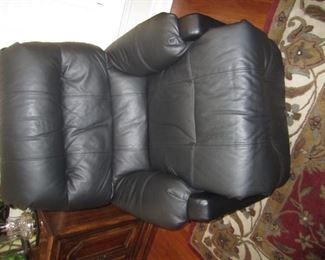 PAIR OF BLACK RECLINERS