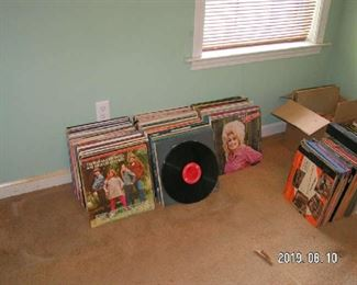 160+ 33rpm vinyl albums -- country, 40s hits, 50s hits, 60s hits, orchestra, piano, guitar
