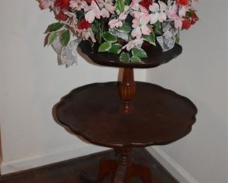 Two-tiered Pie Crust Duncan Phyfe AntiqueTable  with lovely Flower Arrangement