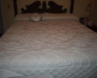 Beautiful Needle-Tuft Chenille Bedspread in Absolutely Immaculate Condition!
