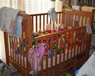 Beautiful Solid Wood Sleigh Bed Style Crib