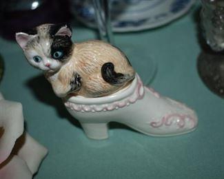 Vintage Kitten and Shoe Salt and Pepper Set