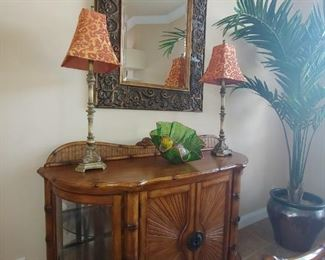 Buffet/Chest with Side Display & Curved Glass